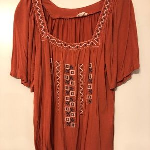 Peach colored tunic top with thread design